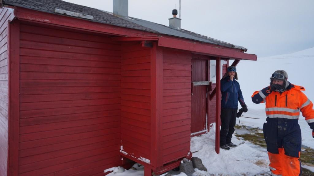 Mens Mikael og Rune tørker snørr.