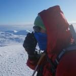 Småsurt der oppe. Rune varsler fra toppen av Urd (536 moh) om at vi lever og er synlige fra stasjonen.